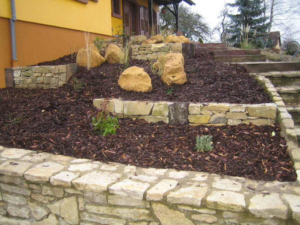 Papka paysages chantier for Amenagement talus jardin
